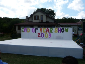 Gösteri başlamadan önce sahne dekoru
