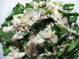 Leziz Ispanak Salatası